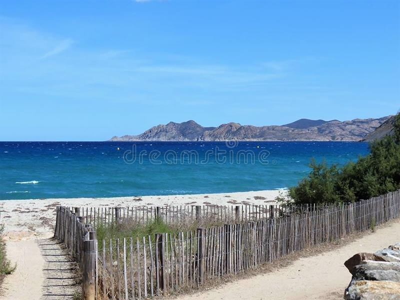 Praia Córsega do panorama fotografia de stock royalty free