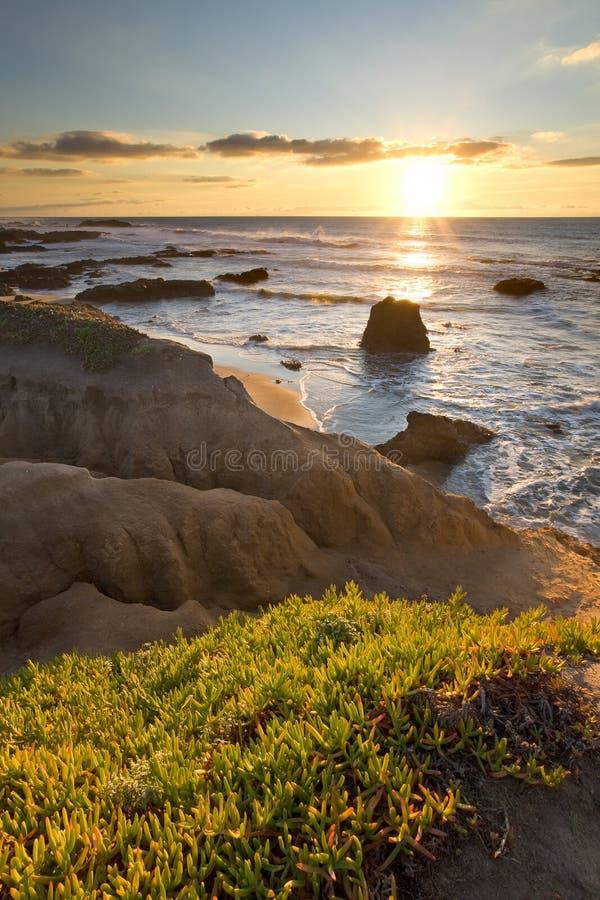 Praia Califórnia de Pescadero no por do sol fotografia de stock