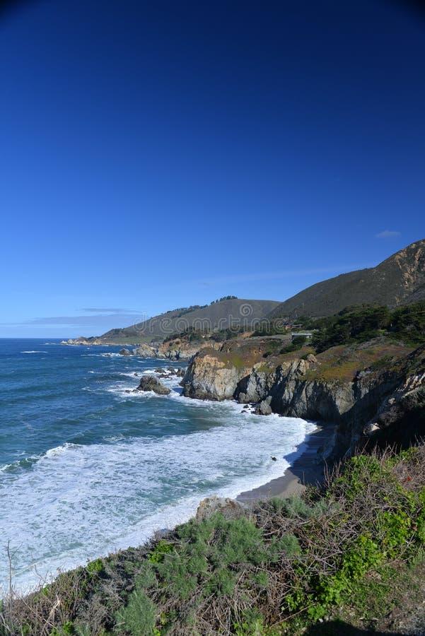 Praia central da costa de Califórnia Big Sur, EUA fotografia de stock