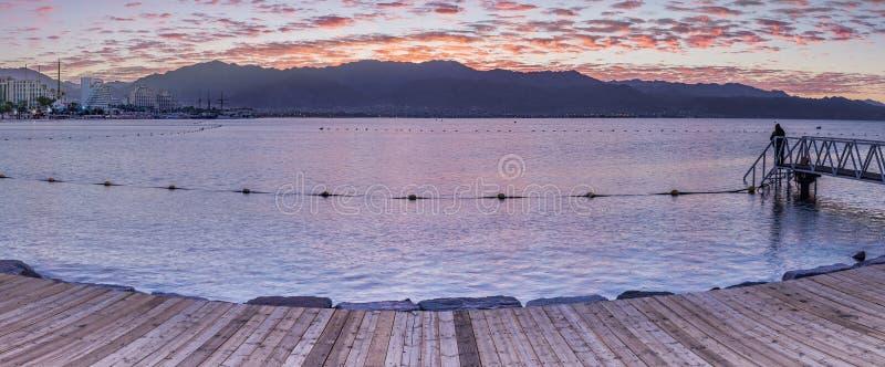 Praia central de Eilat - estância citadina famosa em Israel foto de stock royalty free