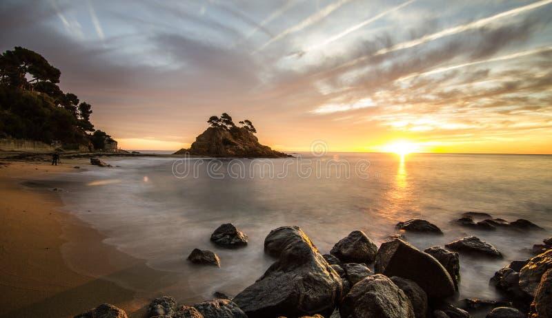 Praia com céu bonito fotos de stock