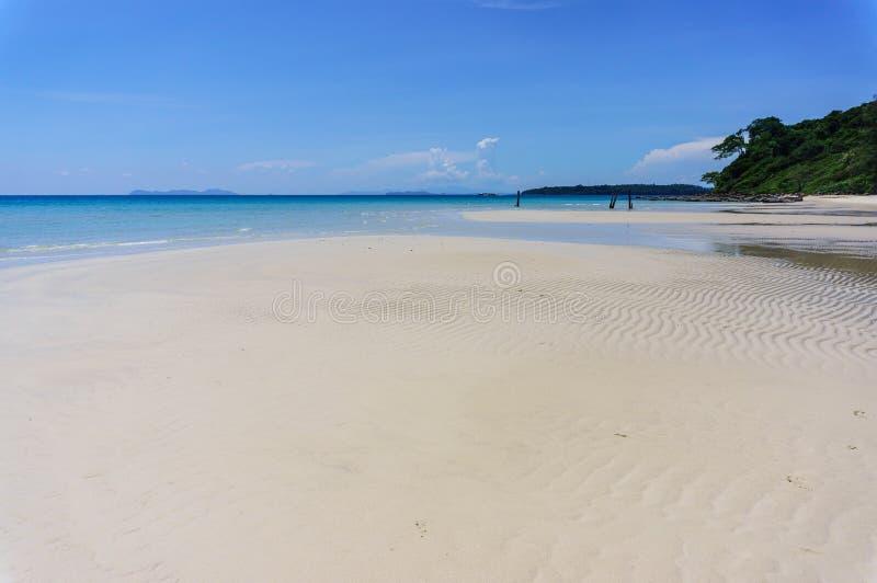 Praia da areia de Koh Kood, mar de Tailândia imagem de stock royalty free