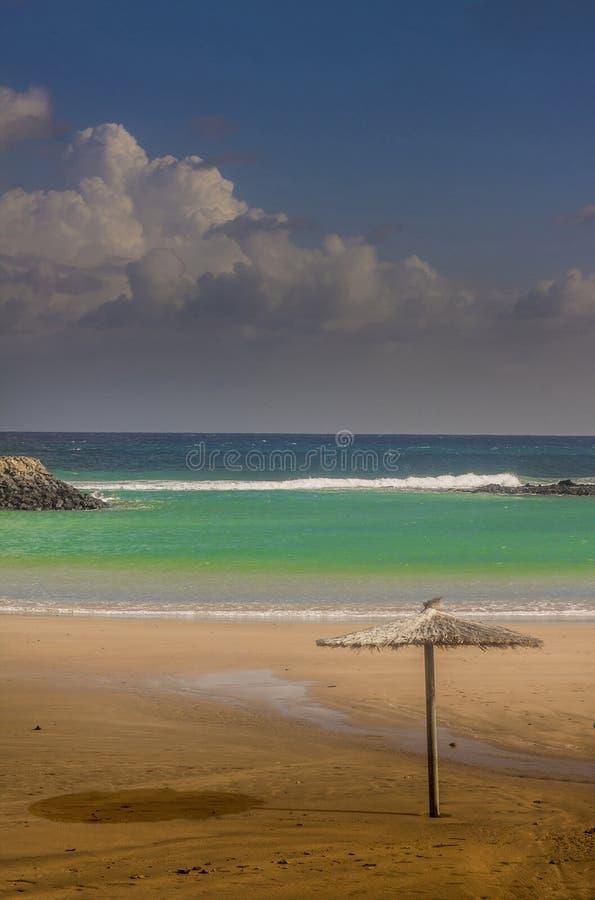 Praia da areia do mar do verão fotos de stock royalty free