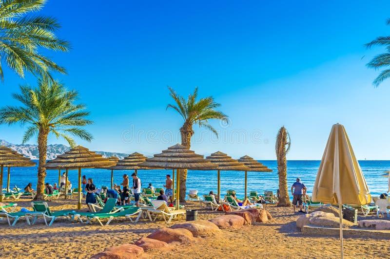 A praia da areia em Eilat fotografia de stock