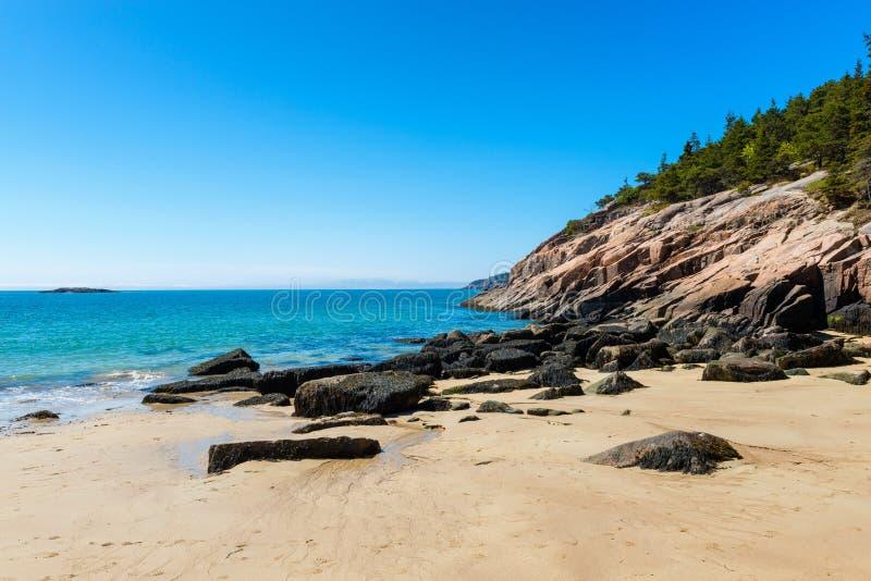 Praia da areia no parque nacional Maine do Acadia fotografia de stock