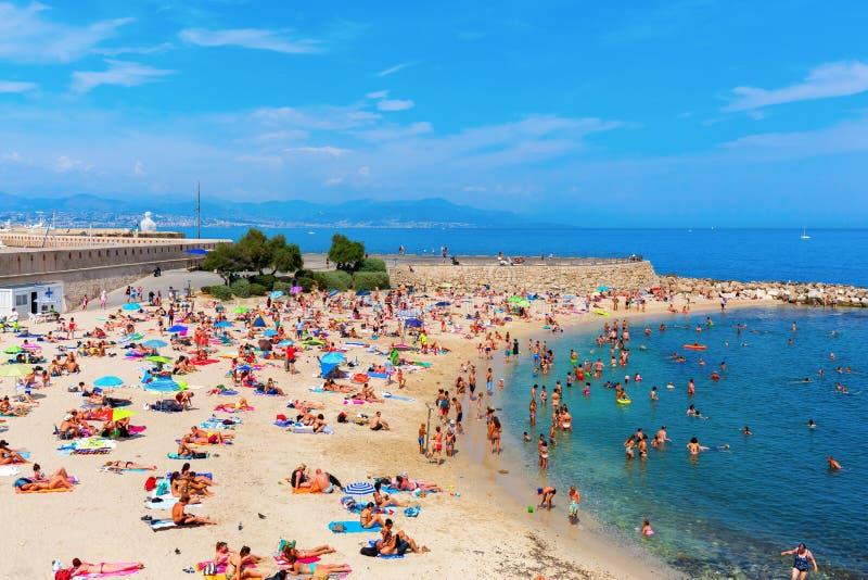 Praia da cidade de Antibes, costa Azur, França imagem de stock royalty free