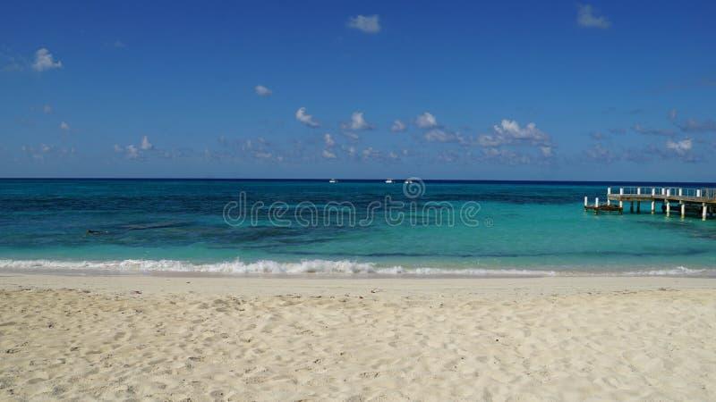 Praia da cidade de Cockburn em Turk Island grande imagens de stock royalty free