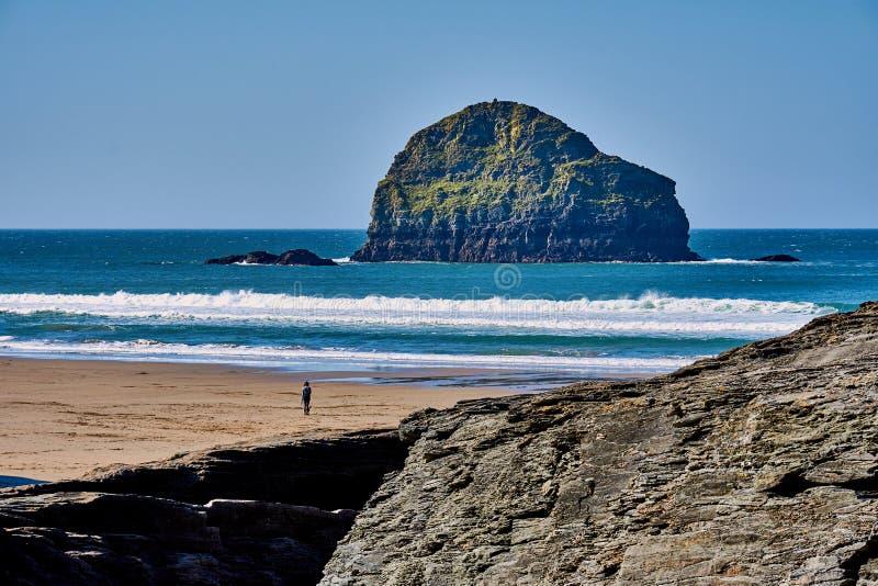 Praia da costa de Trebarwith imagens de stock