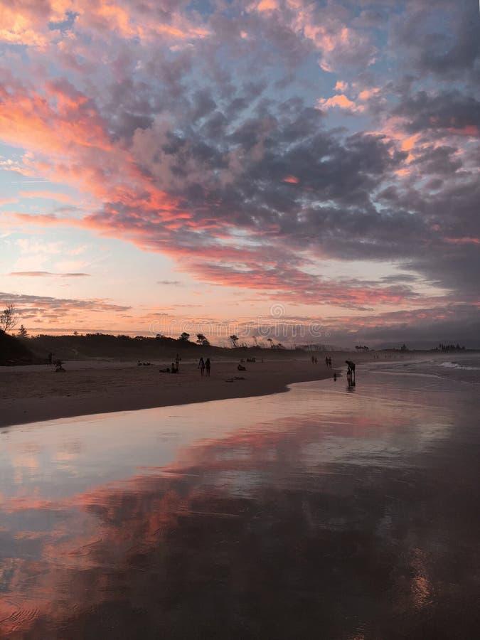 Praia da destruição de Byron Bay imagem de stock royalty free