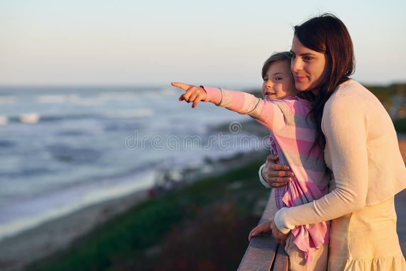 Praia da filha da mamã foto de stock