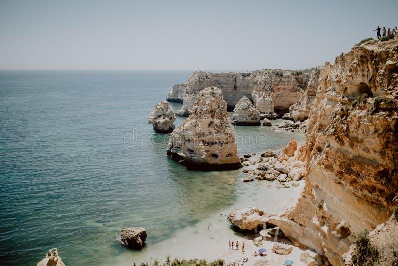 Praia da Marinha Красивый пляж Marinha в Алгарве, Португалии стоковые фото