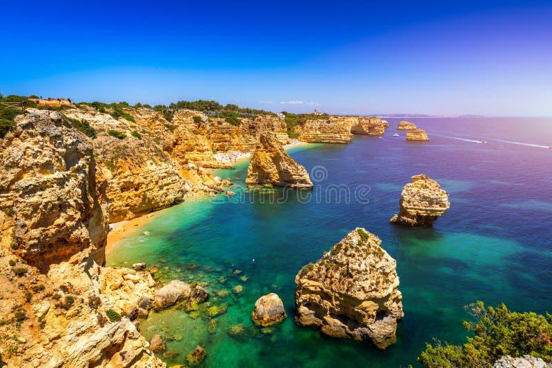 Praia da Marinha, pi?kny pla?owy Marinha w Algarve, Portugalia Marynarki wojennej pla?a, jeden s?awne pla?e (Praia da Marinha) obrazy stock