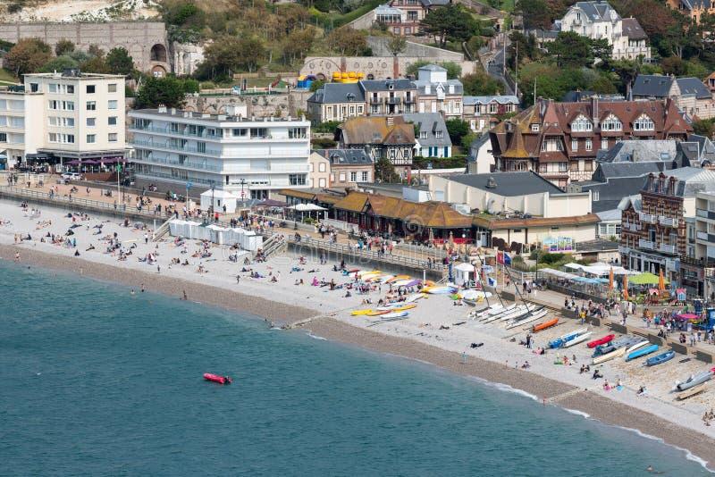 Praia da vista aérea e passeio de Etretat em Normandy, França fotos de stock royalty free