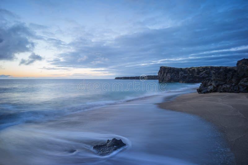 A praia das caraíbas de Islândia foto de stock
