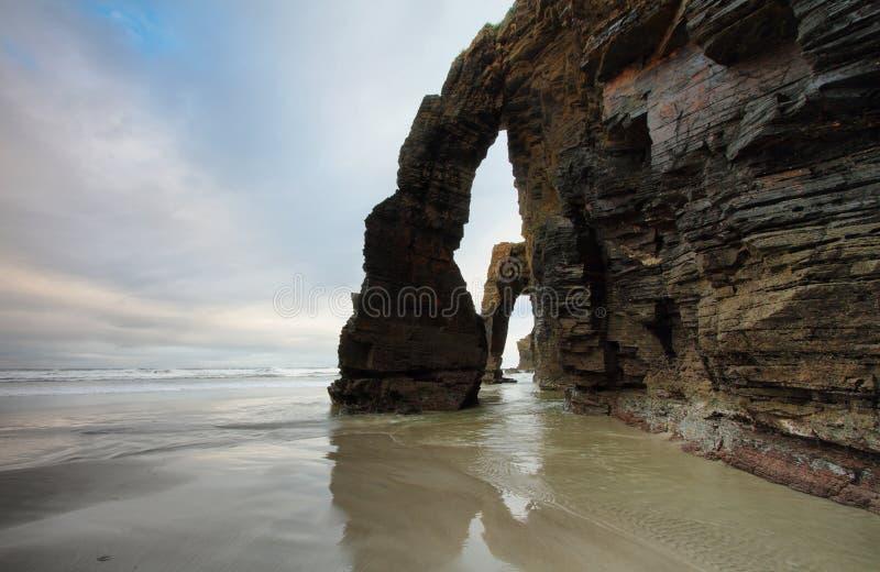 Praia das catedrais em Ribadeo, Espanha imagens de stock royalty free