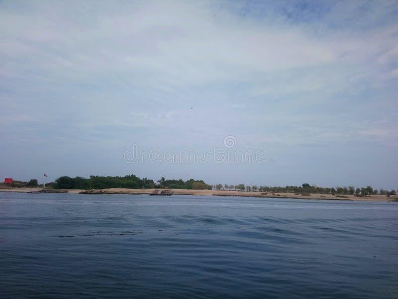 Praia de Abu Dhabi, pescando a vista, ponto do por do sol foto de stock
