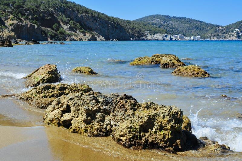 Praia de Aigues Blanques na ilha de Ibiza, Espanha imagens de stock royalty free