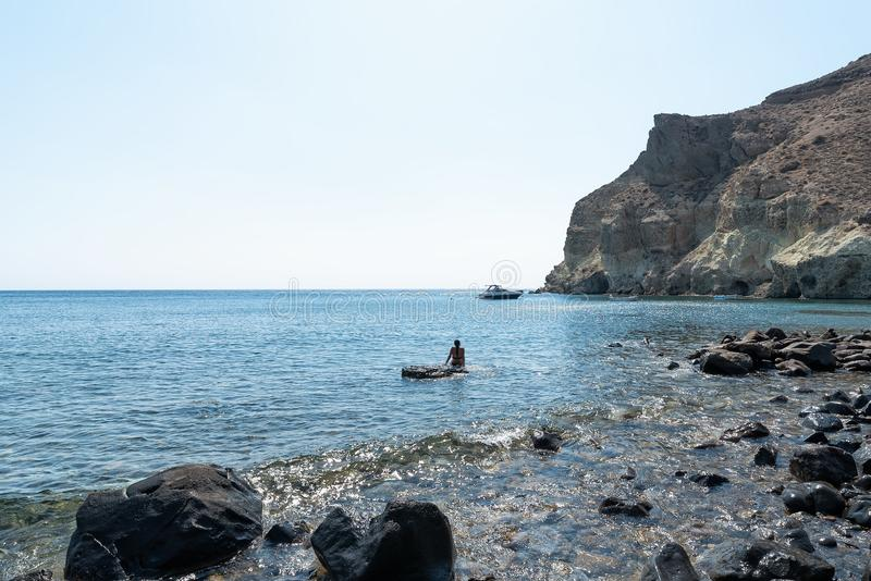 Praia de Akrotiri Kambia - ilha de Santorini Cyclades - Mar Egeu fotografia de stock royalty free