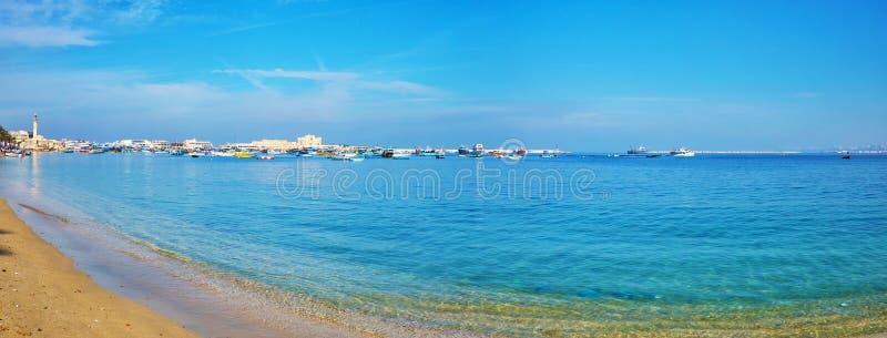 A praia de Alexandria, Egito imagem de stock