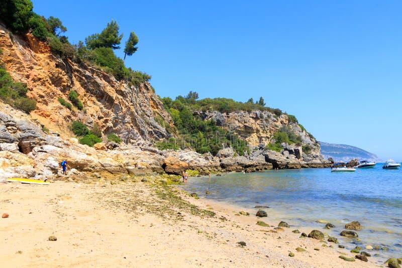 Praia de Alpertuche, strand i Portugal arkivbilder