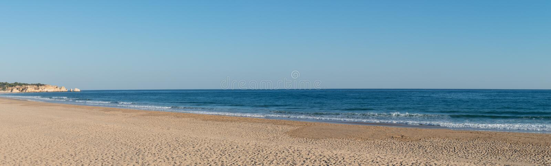 Praia de Alvor dans Portimao, Algarve images stock
