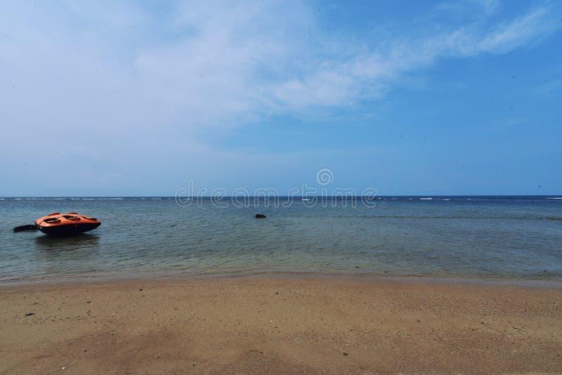 Praia de Anyer do barco imagens de stock royalty free