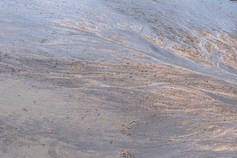 a praia de areia preta fica em Trat Tailândia imagem de stock royalty free