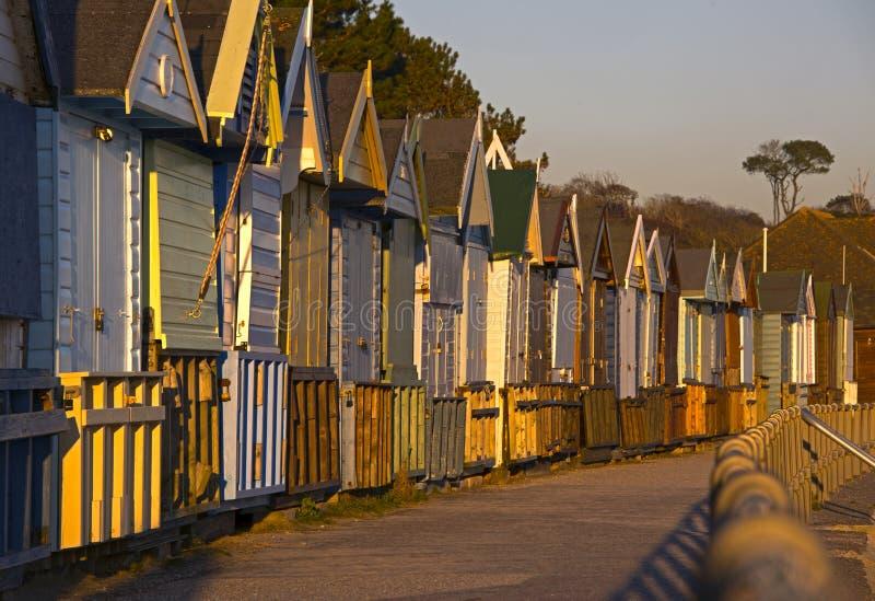 Praia de Avon das cabanas da praia na frente marítima imagens de stock
