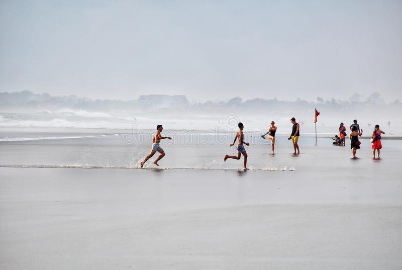 A praia de Bali Canggu ostenta o divertimento imagens de stock