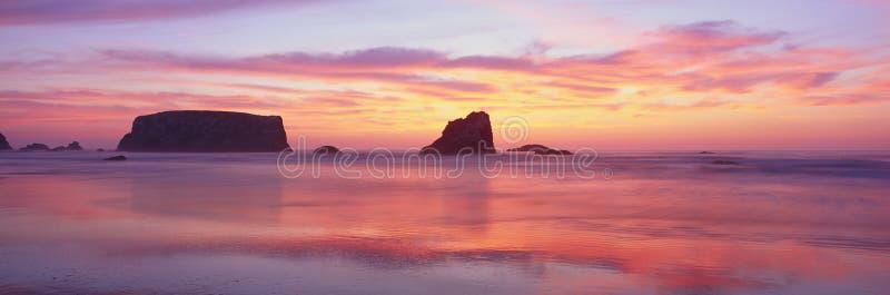 Praia de Bandon no por do sol fotos de stock royalty free