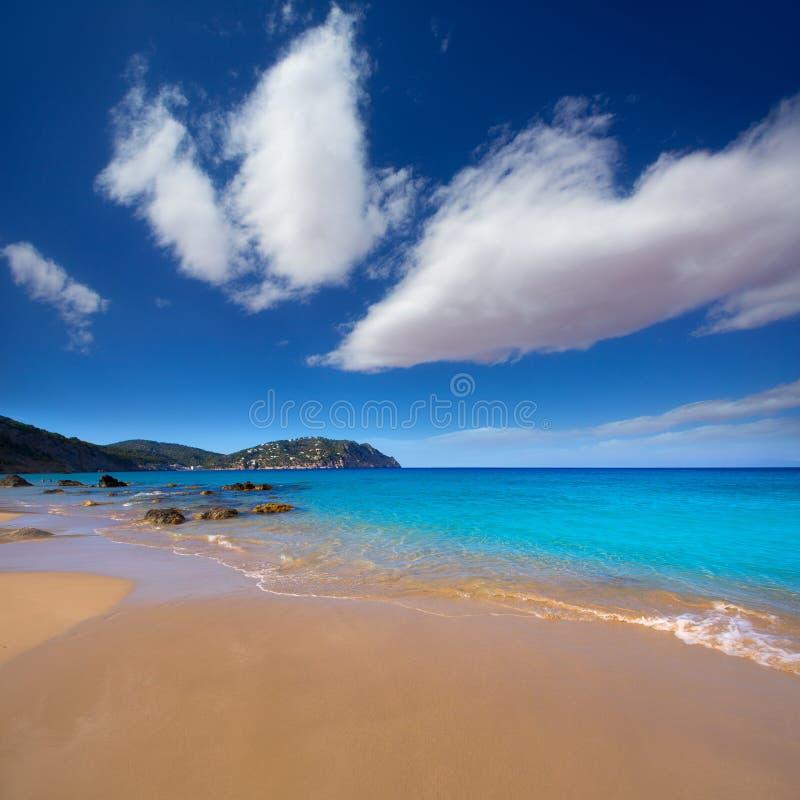 Praia de Blancas das águas de Ibiza Aigues Blanques em Santa Eulalia fotos de stock royalty free