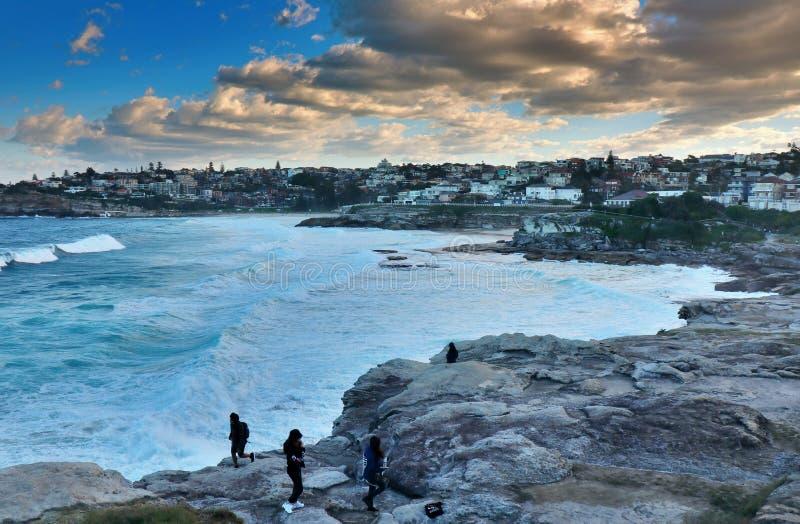 Praia de Bondi - uma pintura a óleo de um por do sol fotos de stock royalty free