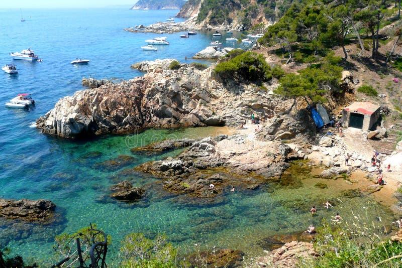 Praia de Cala Es Crit em Costa Brava, Catalonia, Espanha fotografia de stock