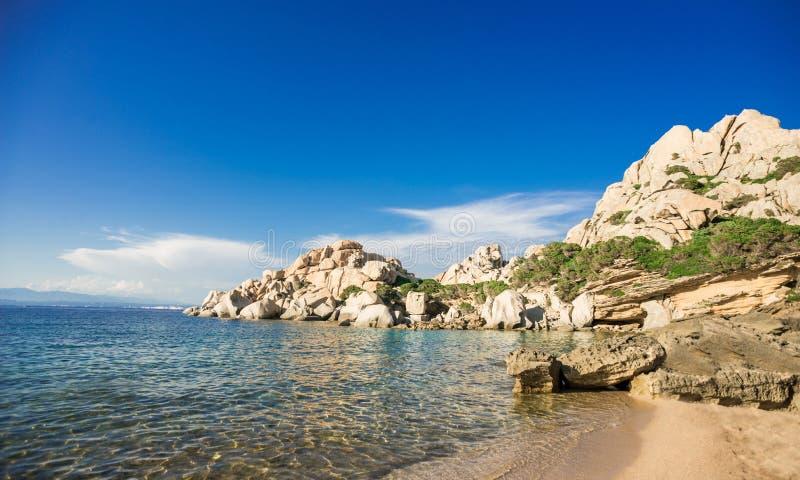 Praia de Cala Spinosa Testa do Capo, ilha de Sardinia, Itália fotografia de stock royalty free
