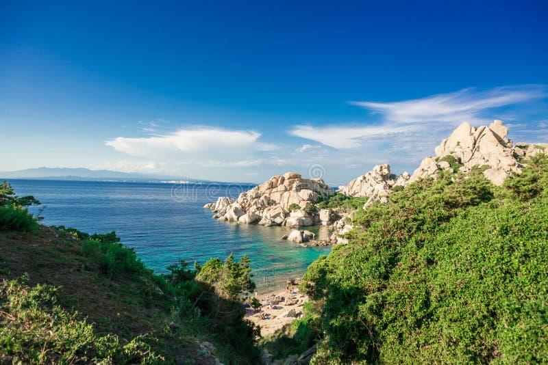 Praia de Cala Spinosa Testa do Capo, ilha de Sardinia, Itália fotos de stock