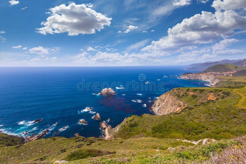 Praia de Califórnia em Big Sur na rota 1 de Monterey County foto de stock