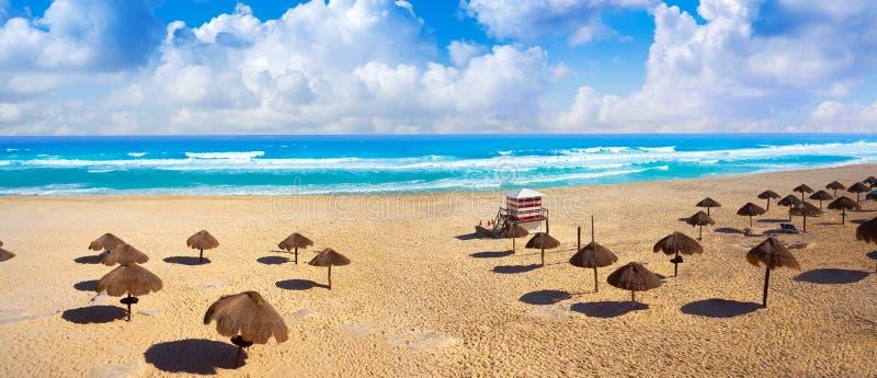 Praia de Cancun Delfines na zona México do hotel foto de stock