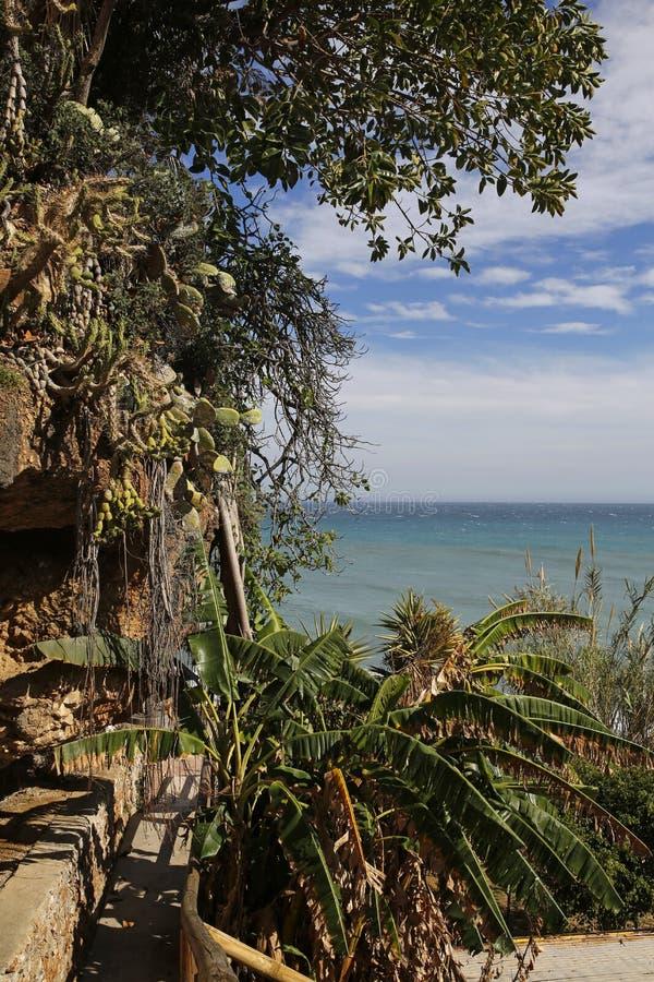 Praia de Carabeillo em Nerja, Costa del Sol, Espanha imagens de stock royalty free