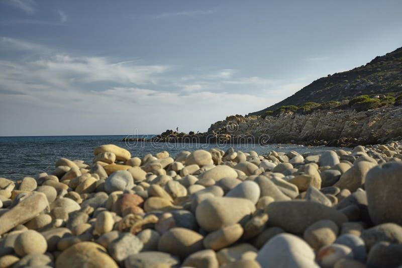 Praia de exploração do ` s de Sardinia fotografia de stock royalty free