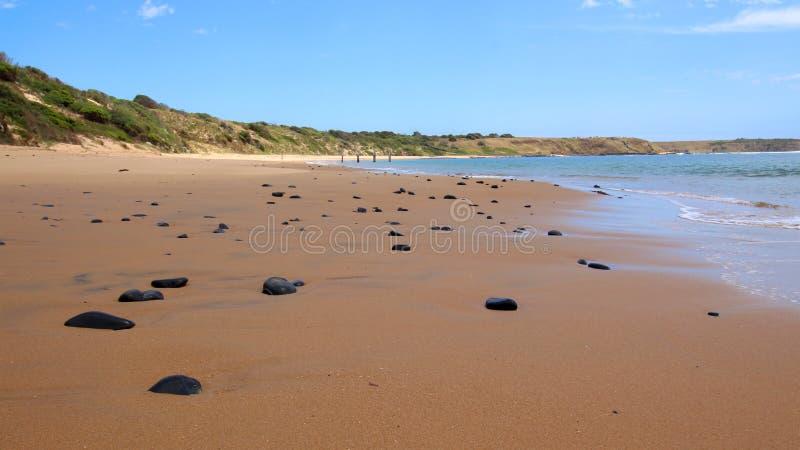 Praia de Flynns e o molhe histórico imagem de stock royalty free
