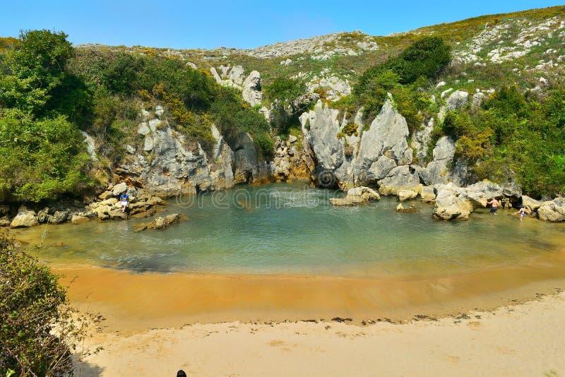 Praia de Gulpiyuri As Astúrias spain imagens de stock royalty free