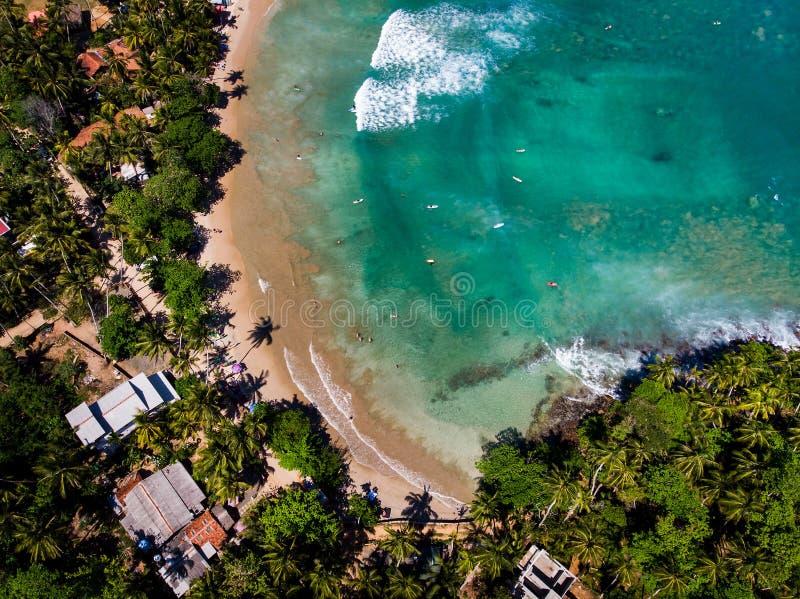 Praia de Hiriketiya na opinião aérea de Sri Lanka imagem de stock royalty free