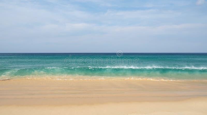 Praia de Karon em phuket tailândia imagens de stock