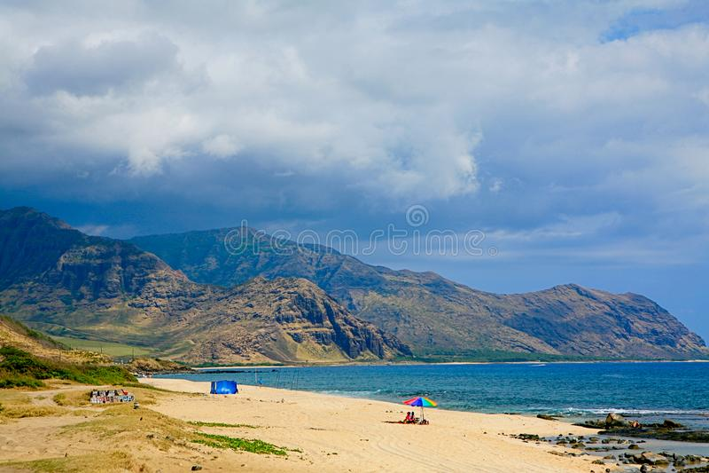 Praia de Keawaula na costa ocidental seca do ` s de Oahu fotos de stock