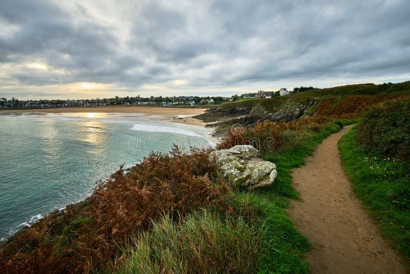 Praia de Longchamp entre o la Garde Guerin e Decolle do de do pointe do la imagens de stock