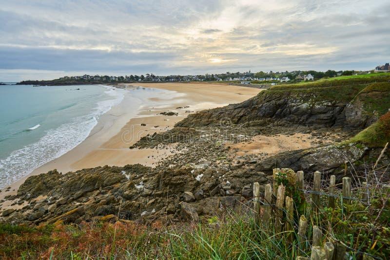 Praia de Longchamp entre o la Garde Guerin e Decolle do de do pointe do la fotos de stock