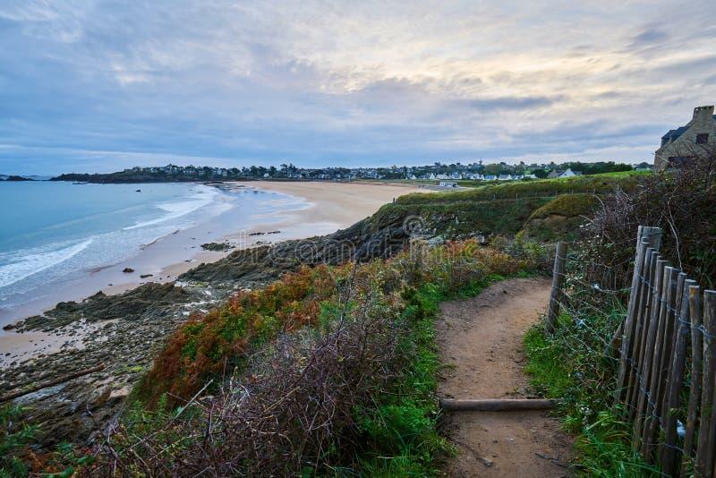 Praia de Longchamp entre o la Garde Guerin e Decolle do de do pointe do la foto de stock royalty free