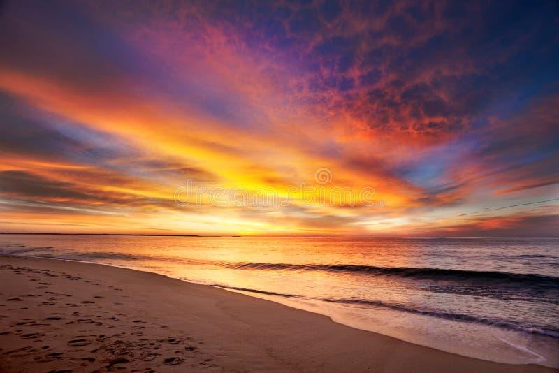 Praia de Maine antes do alvorecer imagens de stock royalty free