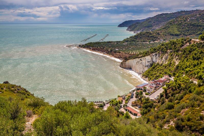 Praia de Mattinatella - Apulia, península de Gargano, Itália foto de stock