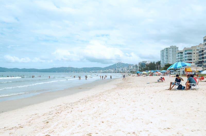 Praia de Meia, SC de Itapema, el Brasil imagen de archivo libre de regalías